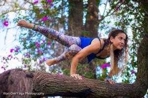Sophia La Pastina acro yoga